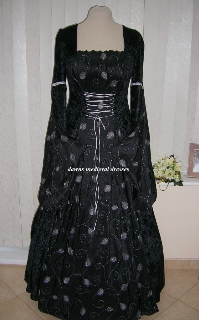 MEDIEVAL GOTH OPEN SLEEVE BLACK AND CREAM  DRESS